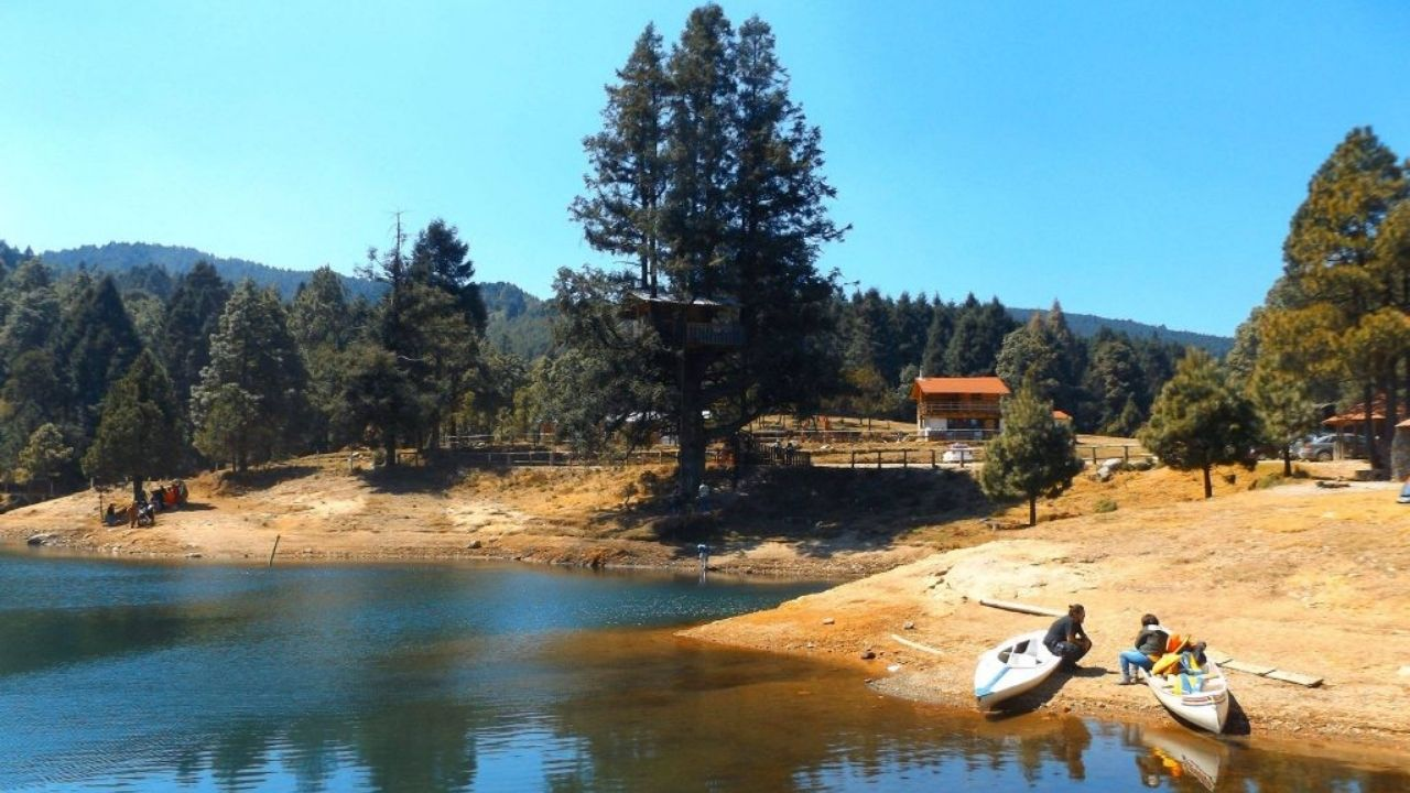 Peña de lobos es una reserva natural del edomex donde puedes rentar cabañas y acampar en el bosque, muy cerca de Toluca y la CDMX