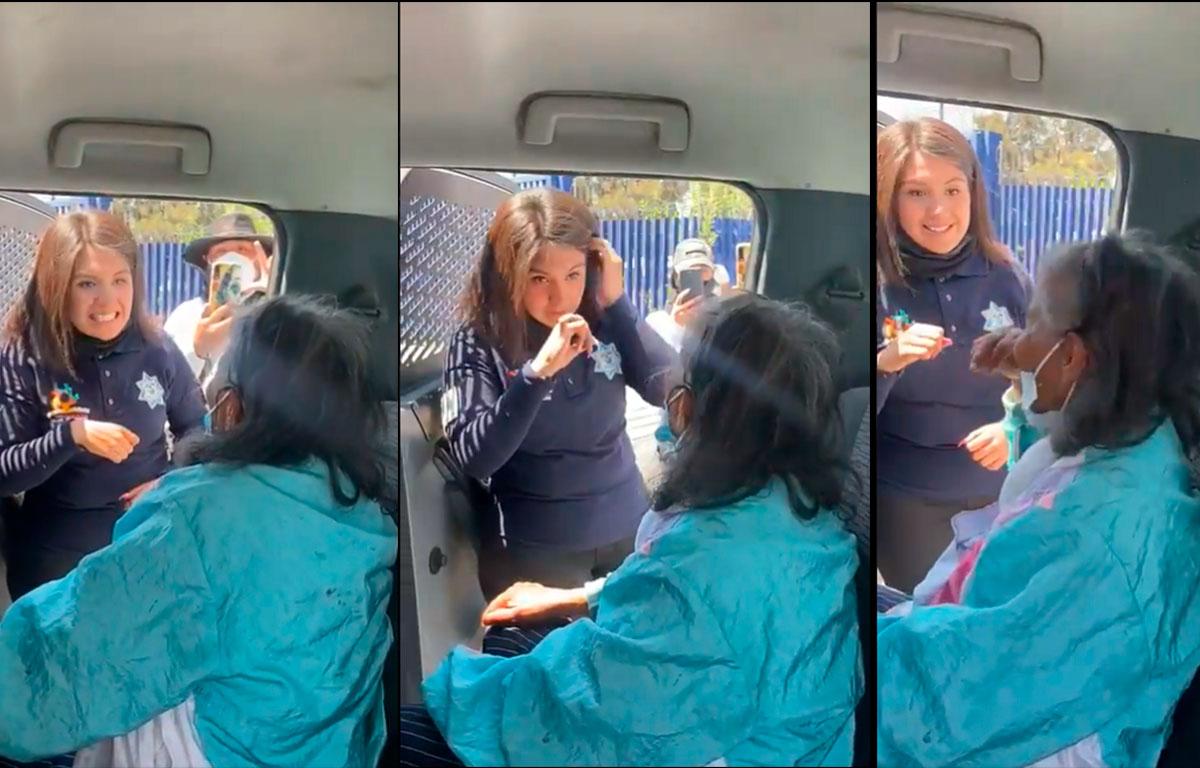 Mujer ayuda a persona de la tercera edad