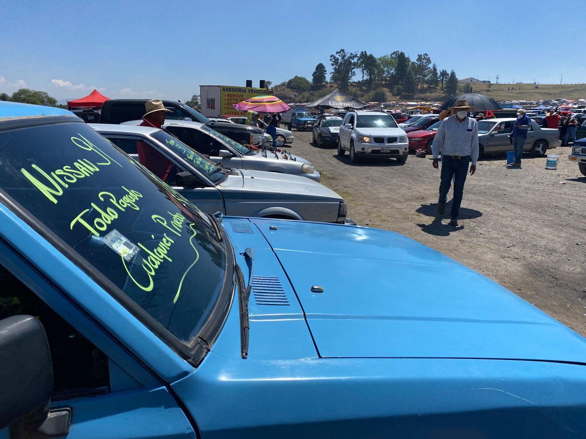 Mercado de autos en el puente de San Bernabé
