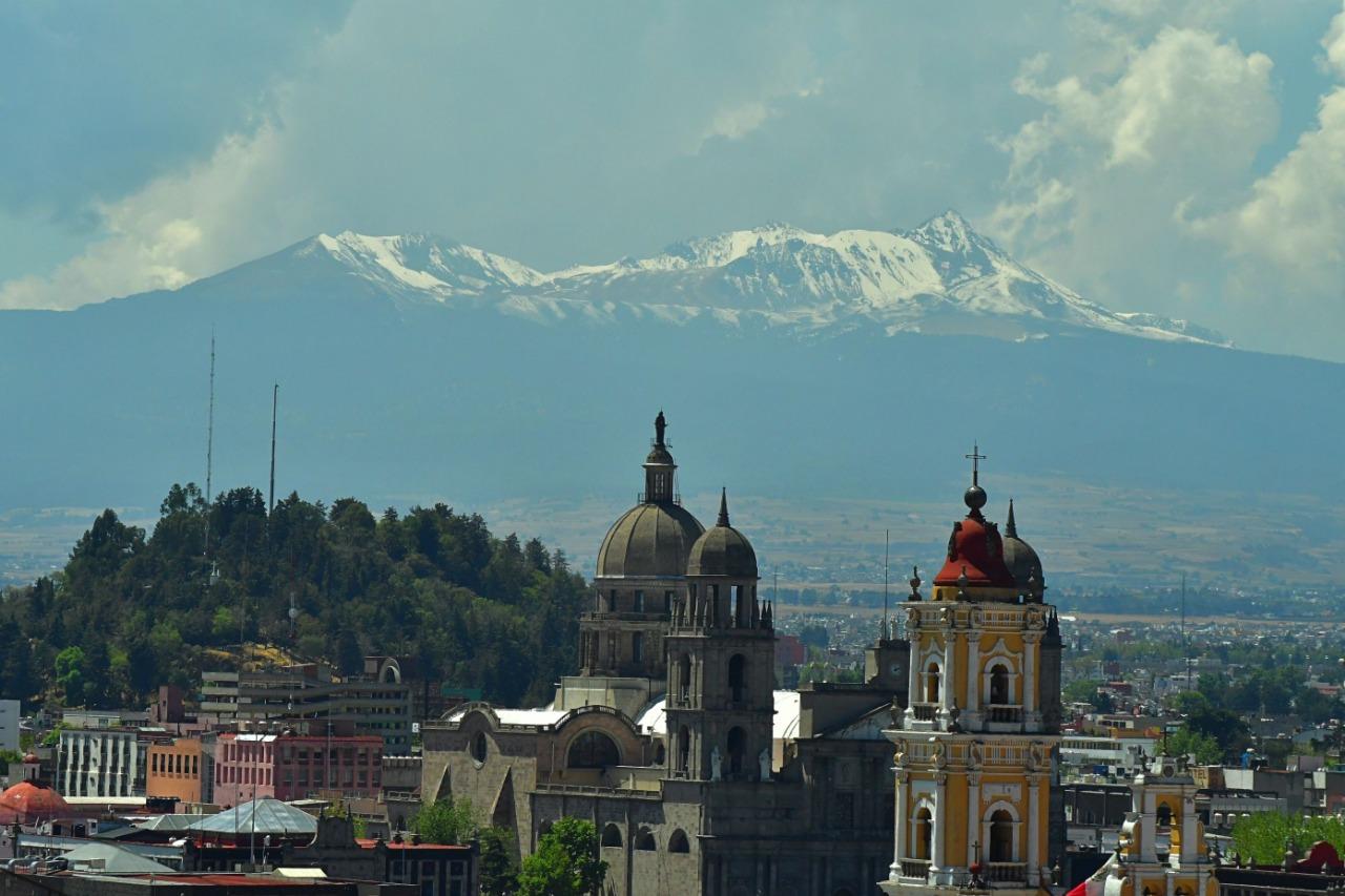 El Nevado de Toluca se pintó de blanco, por lo que llamó poderosamente la atención de los pobladores del Valle de Toluca, que inundaron las redes de fotos.