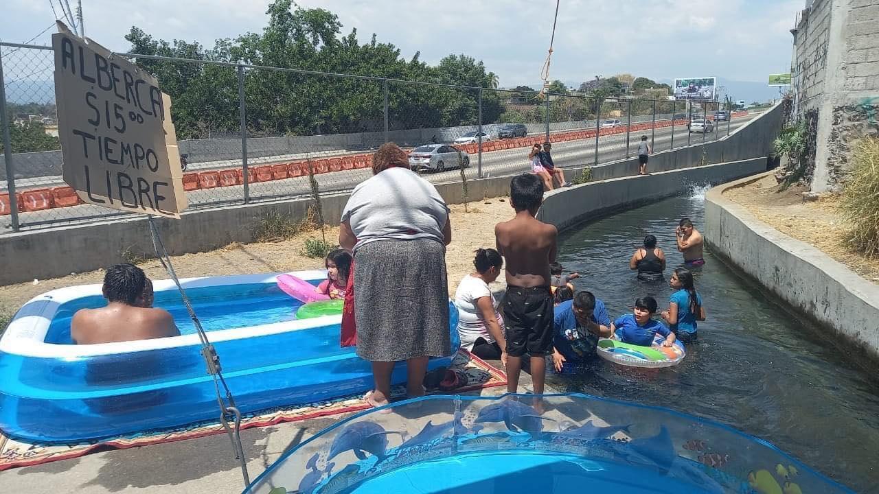 Canal de Atlacomulco, bañistas