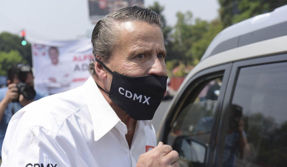 Alfredo Adame insulto a varios automovilistas en el inicio de su campaña