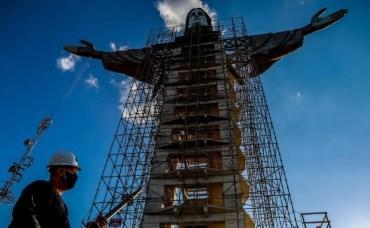 Estatua del Cristo Protector la tercer más grande del mundo
