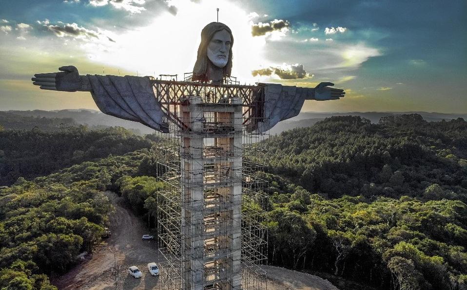 Esta es la monumental estatua del Cristo Protector en Brasil