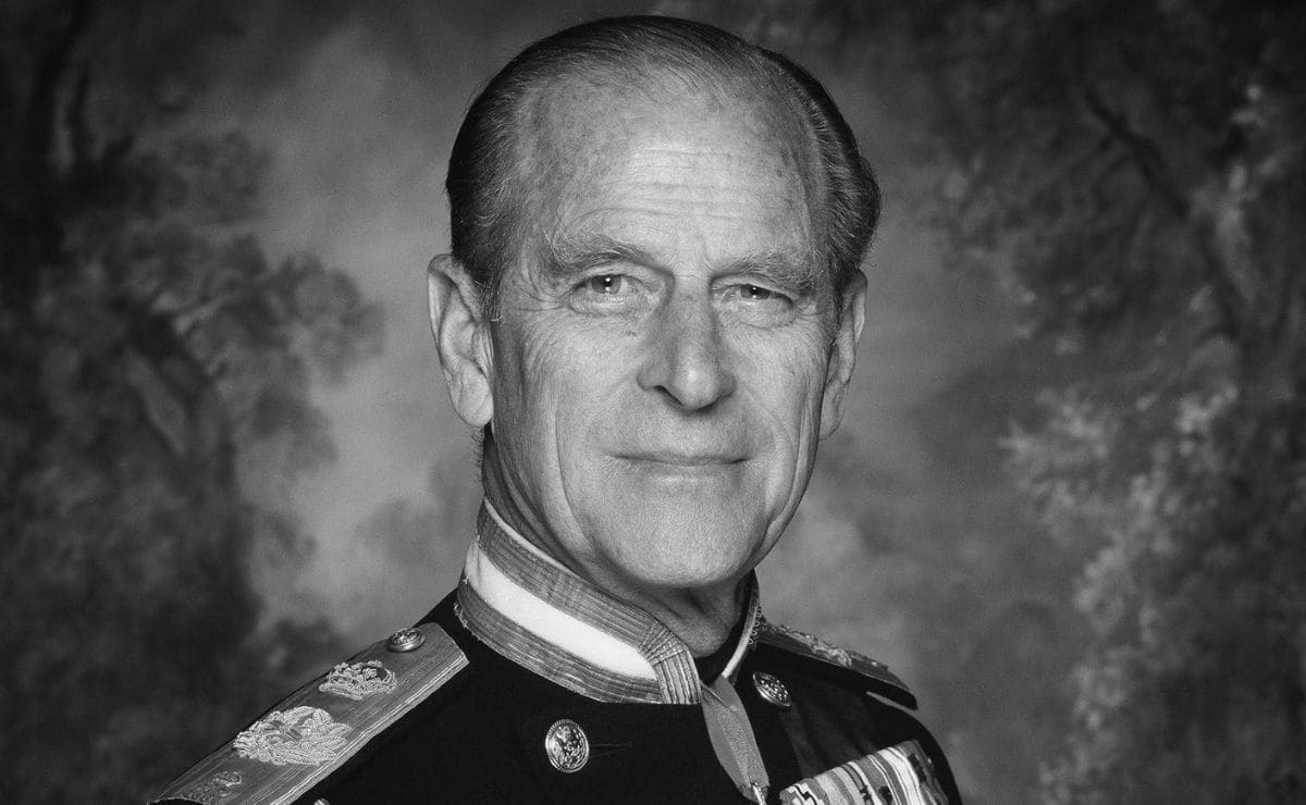 La mañana del viernes 09 de abril el Palacio de Buckingham anunció la lamentable noticia de la muerte del príncipe Felipe, marido de la Reina Isabel II, el descenso del príncipe Felipe ocurrió dentro del Castillo de Windsor