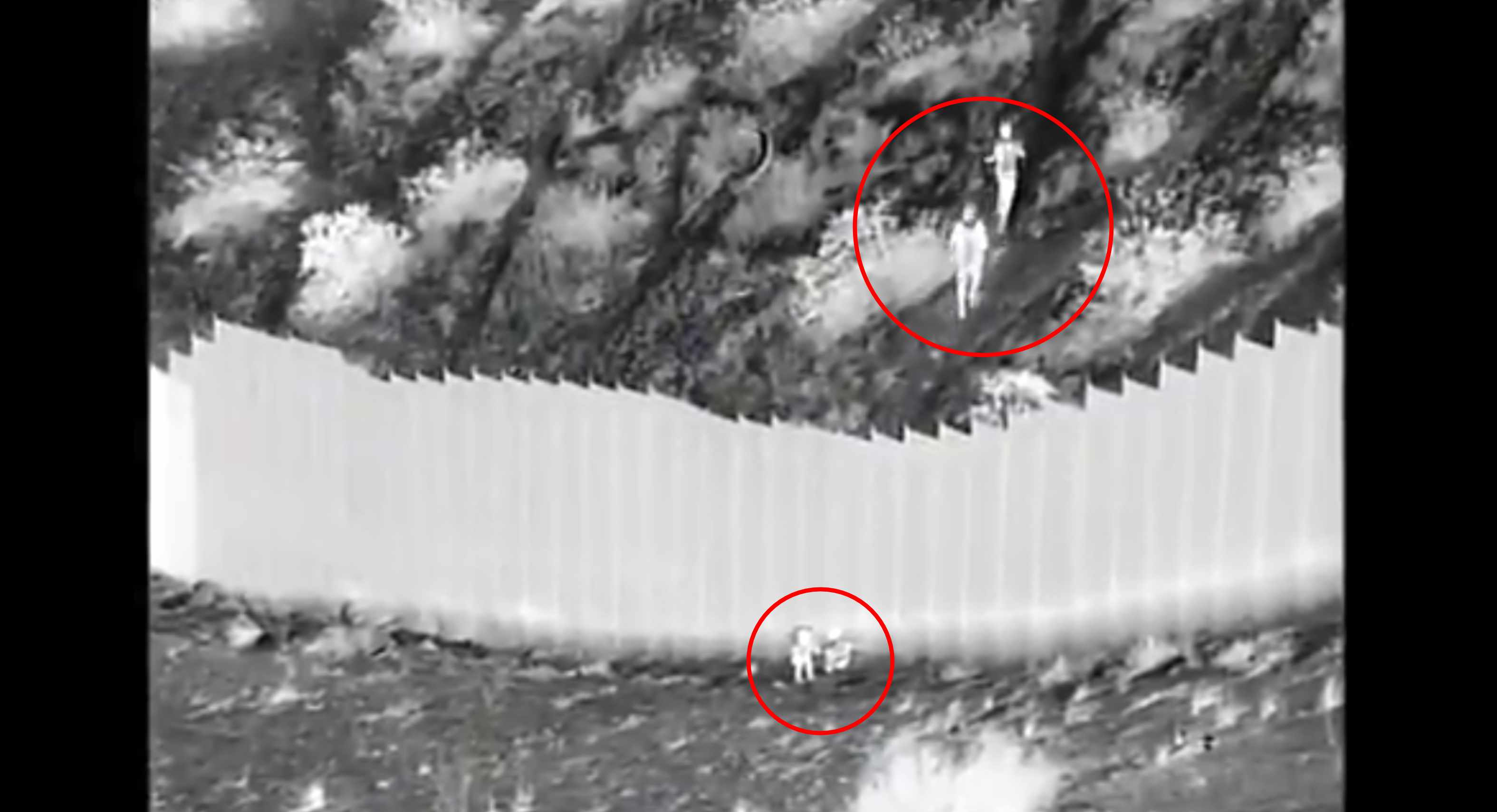 Desde el muro fronterizo lanzan a dos pequeñas de una altura de 4 metros