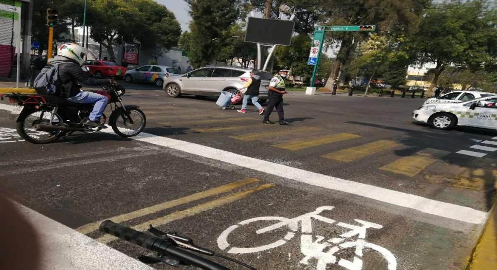 Noticias toluca: pintan parcialmente señalización de ciclovía en avenida hidalgo en la capital del estado de méxico