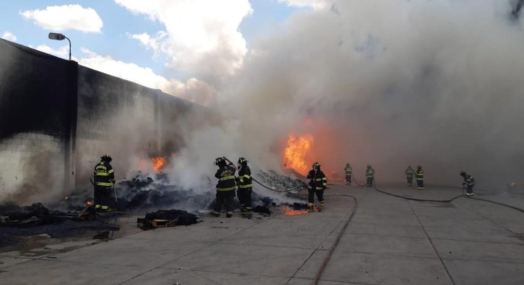 incendio en san pablo autopan, toluca, muy cerca de la carretera toluca palmillas el día de hoy viernes 2 de abril