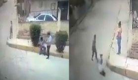 En el video se ve como un sujeto agrede y le roba su celular a un abuelito