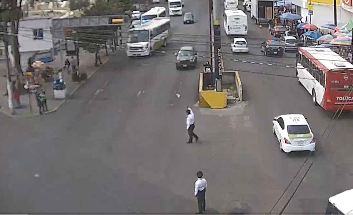 camión atropella a policía