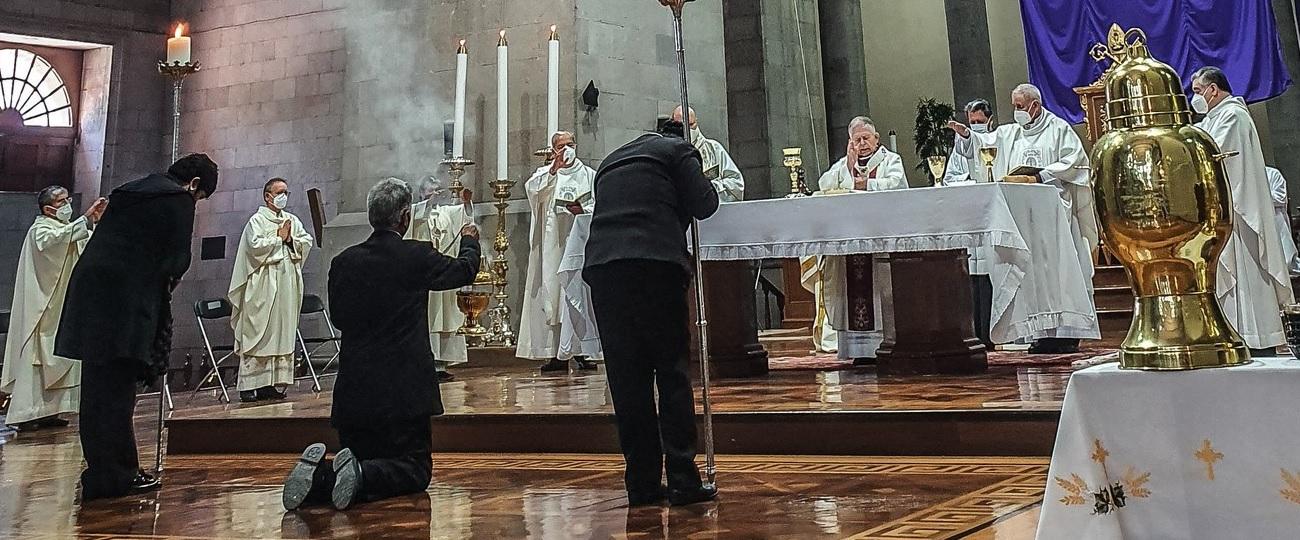 Con el objetivo de cuidar la salud de los mexiquenses el Arzobispo de Toluca, monseñor Francisco Javier Chavolla Ramos hizo un llamado a la comunidad religiosa para celebrar estas tradiciones de Semana Santa de manera virtual.