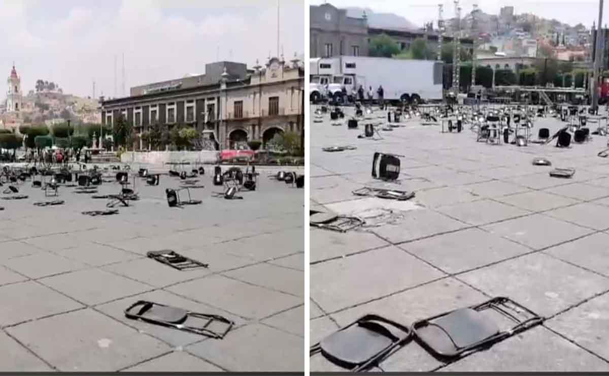 Colectivos feministas tiran sillas instaladas para evento político en Toluca