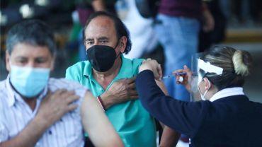 El delegado estatal de programas para el Desarrollo en el Estado de México, Juan Carlos González Romero, señala que vacunacion a personas de 50 a 59 años de edad puede iniciar a finales de mayo.