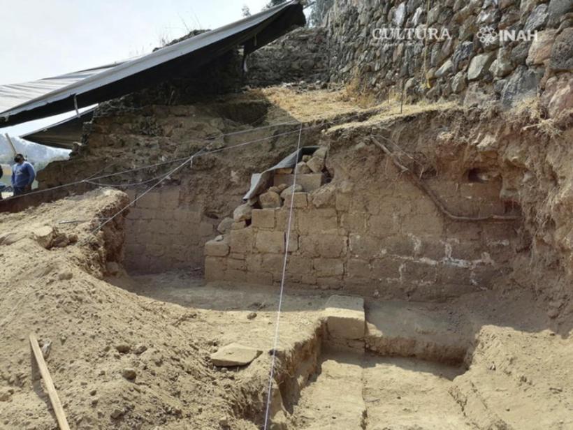 Pirámide prehispánica descubierta al construir una casa