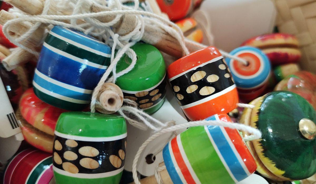 Los trompos son uno de los juguetes más tradicionales de México