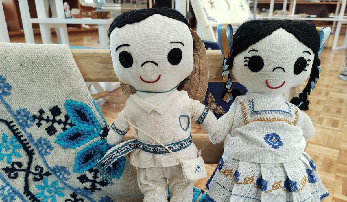 Los juguetes tradicionales como las muñecas o los trompos pueden ser una opción de regalo para este día del niño