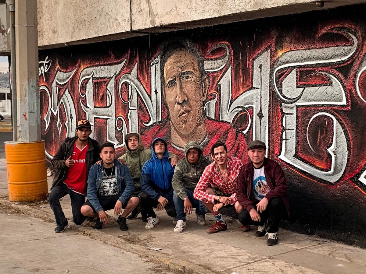 Aficionados escarlatas realizan mural de Vicente Sánchez