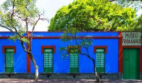 La fachada de este lugar es muy atractivas, el lugar también es conocido como casa azul museo CDMX