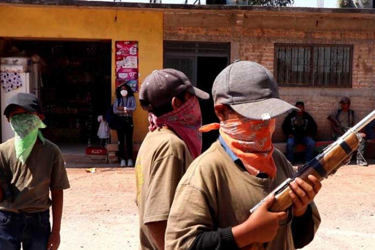 Entrenan a niños en Guerrero para participar en la policía comunitaria