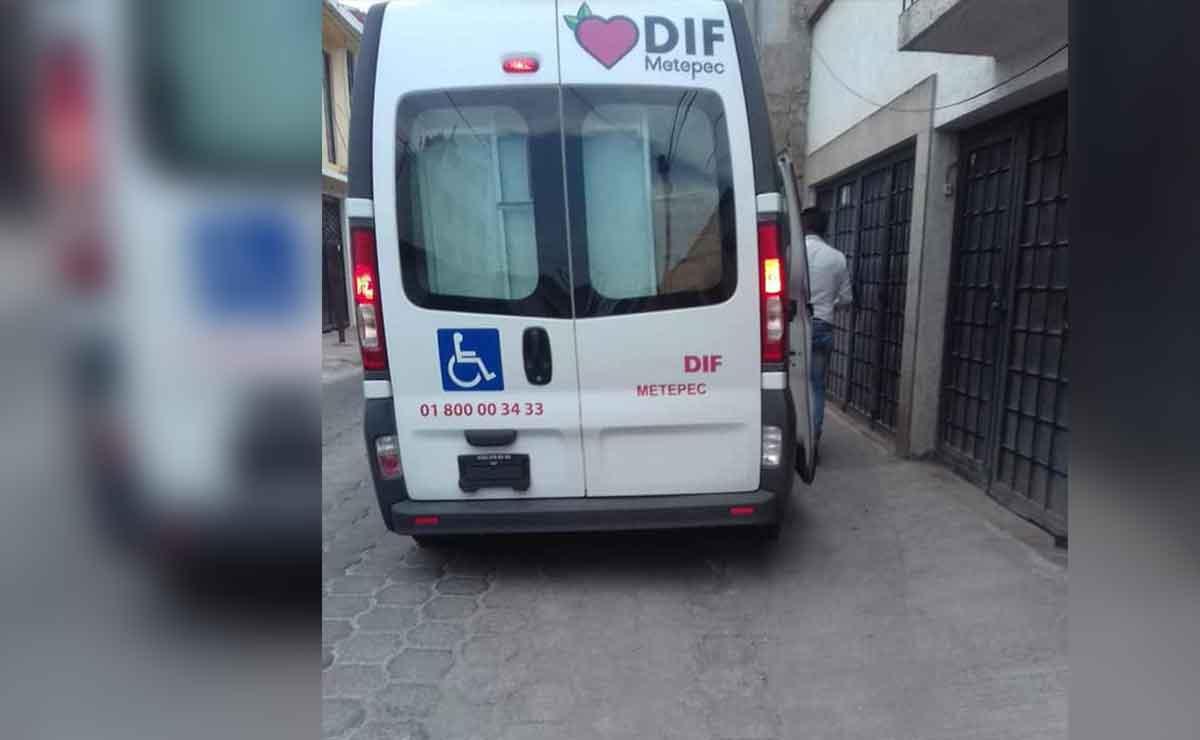 Reparten despensas en unidad móvil para discapacitados en Metepec.
