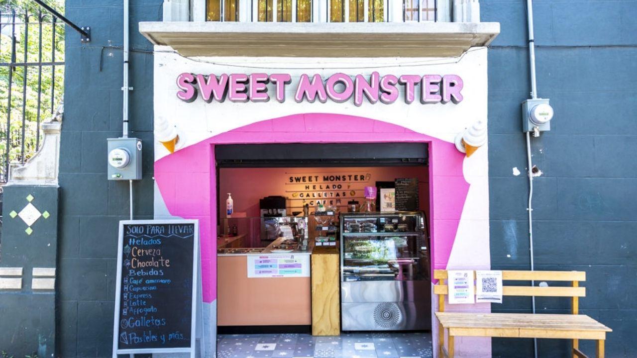 Sweet Monster Mx se ubica en la calle Orizaba #219, esquina con Coahuila, en la colonia Roma de la CDMX.
