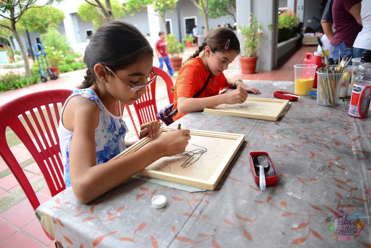 Los niños tienen la oportunidad de darle una sorpresa a mamá haciendo un excelente dibujo