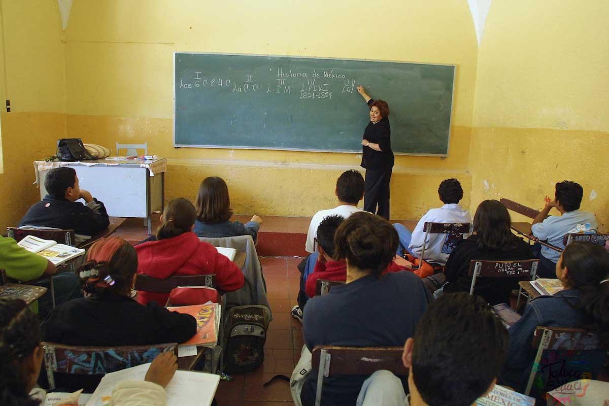 El día del maestro se celebra a los educadores que se esfuerzan día con día por enseñar a los más jóvenes del país