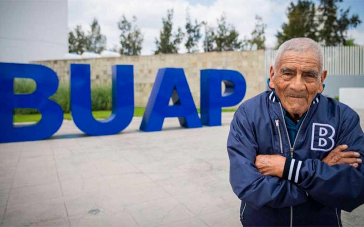 Don Felipe un hombre de 84 años que se graduó de ingeniero