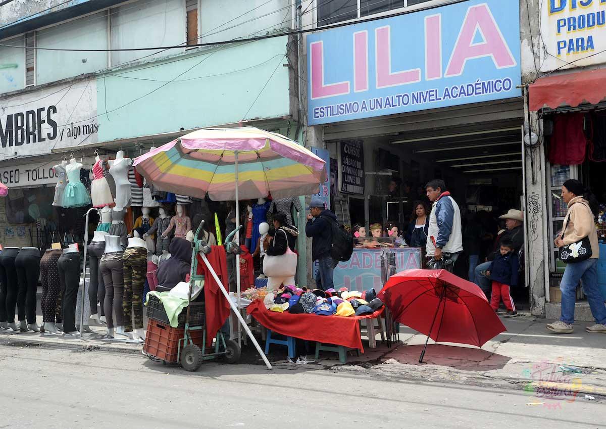 En la capital mexiquense se ve una gran cantidad de ambulantes vendiendo por las calles