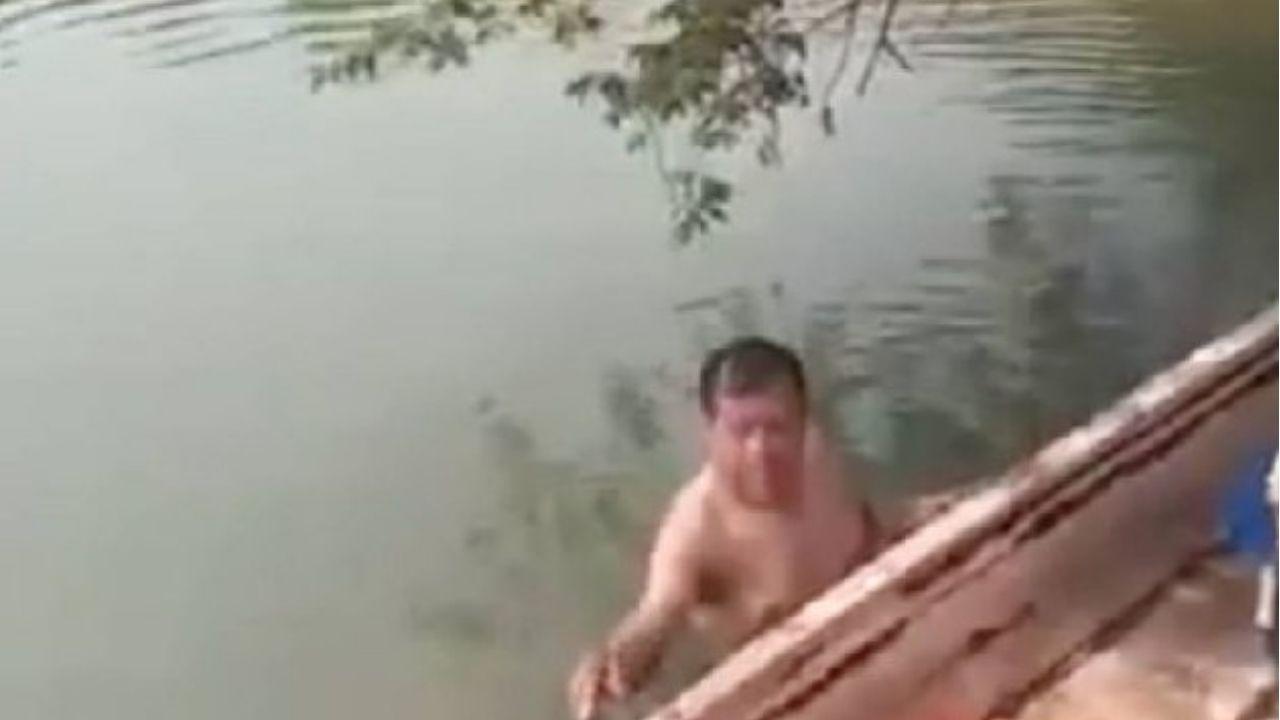 Denuncian en redes sociales a un hombre que se bañaba desnudo con una niña en Tabasco