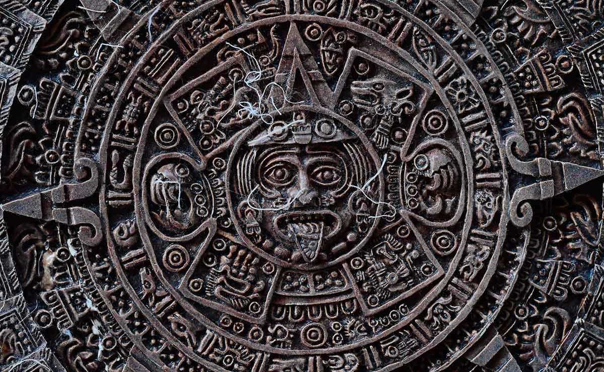 Figuras de resina en Toluca. Calendario azteca.