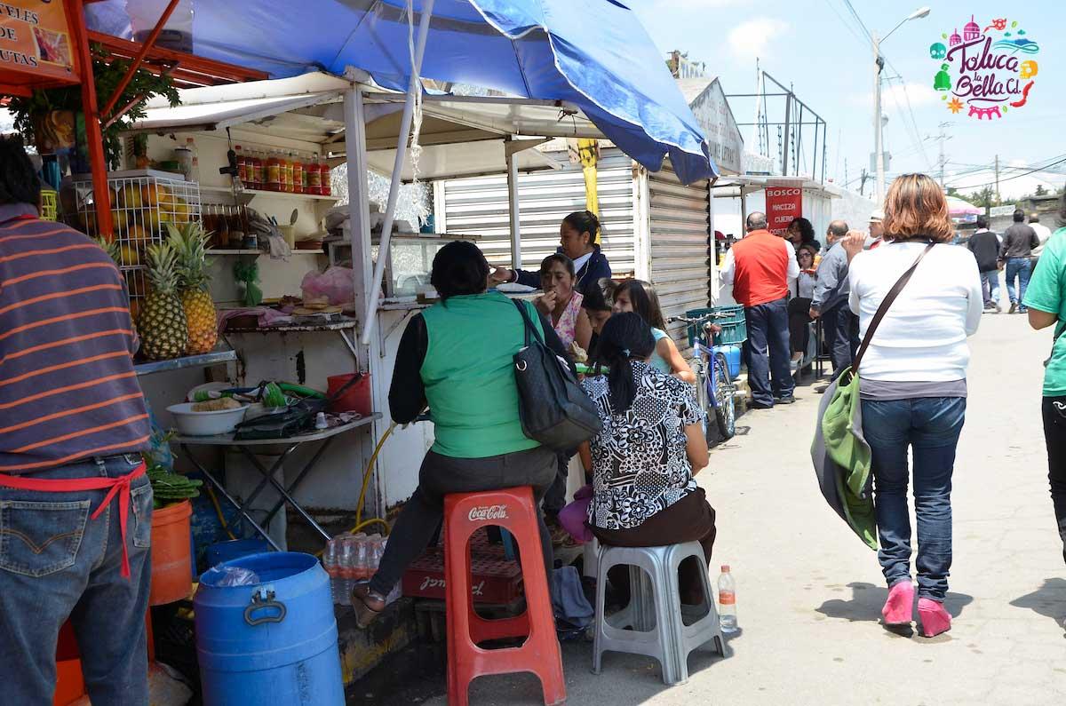 En las calles de la CDMX es muy común ver queen los puestos se venden quesadillas de huitlacoche
