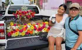 Joven se hace viral en redes por regalarle un becerro a su novia por motivo de su primer aniversario como novios