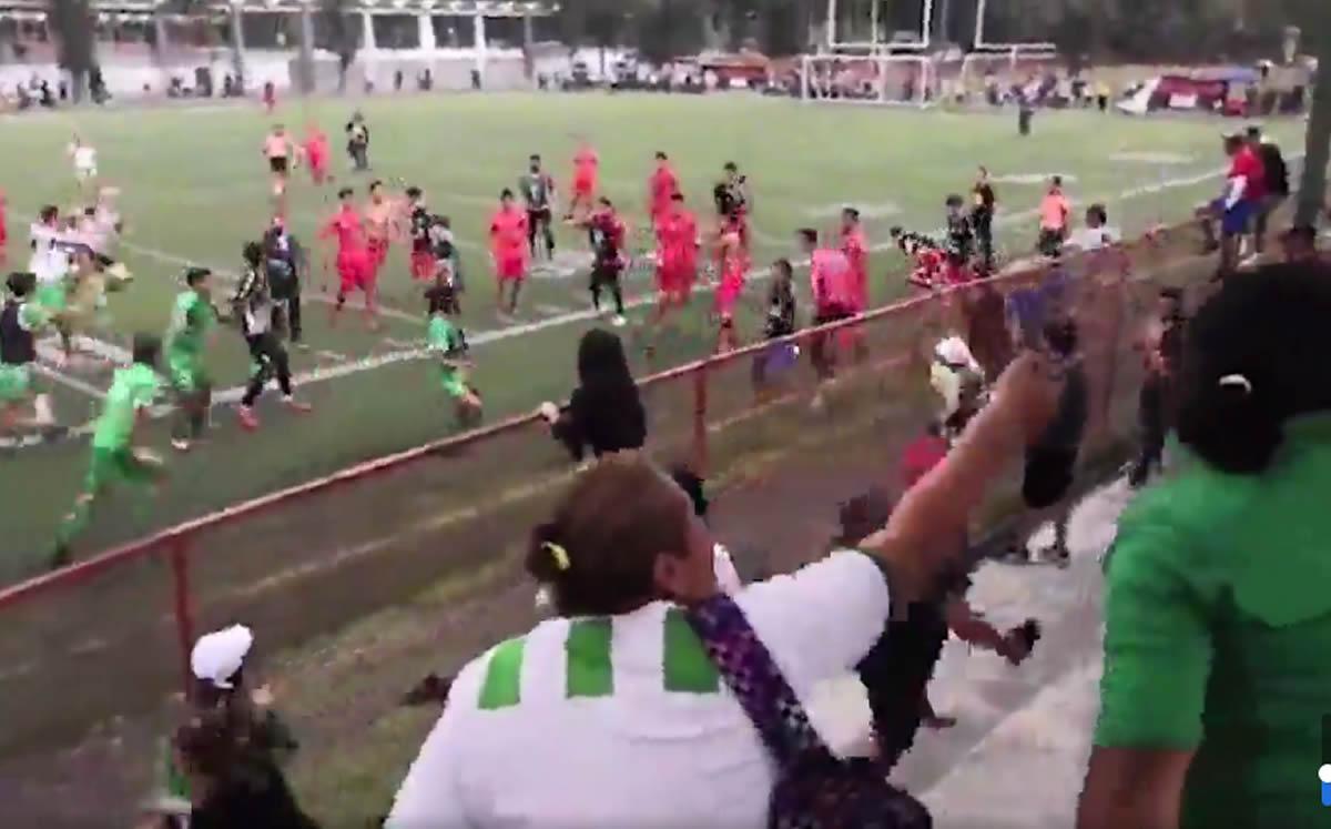 Jugadores de futbol de la liga TDP protagonizan batalla campal en la CDMX
