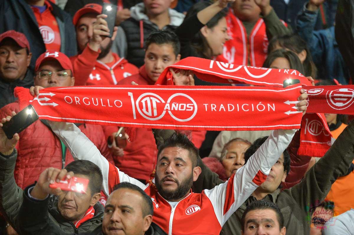 La afición escarlata se hizo presente el miercoles pasado en el partido de cuarto de final de ida