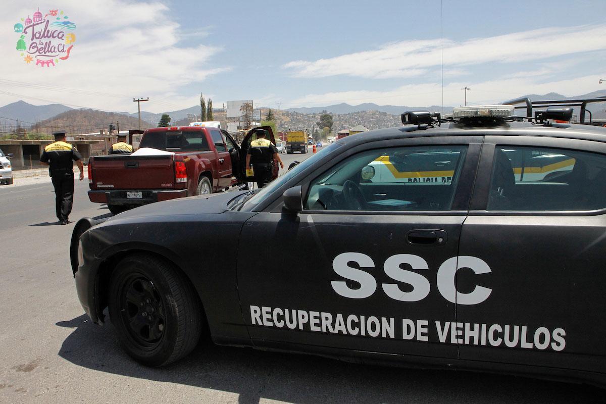 En las diversas carreteras del país existen elementos de seguridad que se dedican a la recuperación de vehículos
