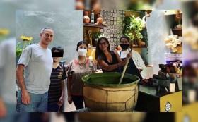 El subsecretario de saud Hugo Lopez-Gatell fue captado de vacaciones en un restaurante de Oaxaca