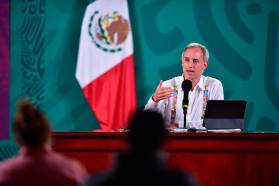 Subsecretatio de Salud en una conferencia de prensa