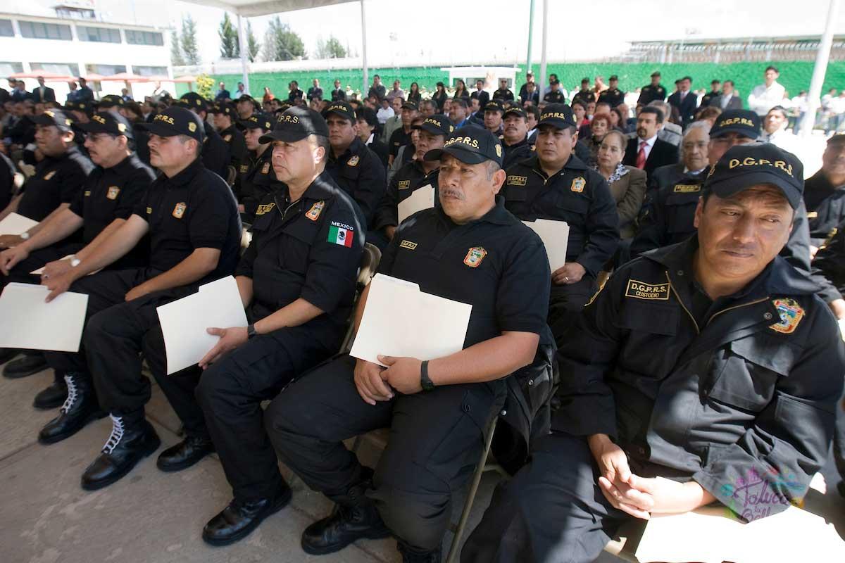 Los custodios del EdoMéx en una ceremonia para recibir reconocimientos