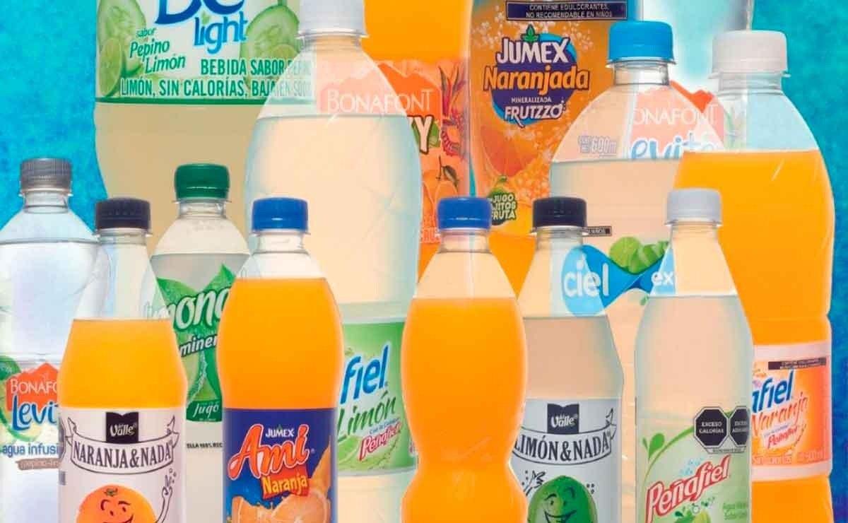 Profeco denuncia aguas de sabor con más azúcar que una CocaCola