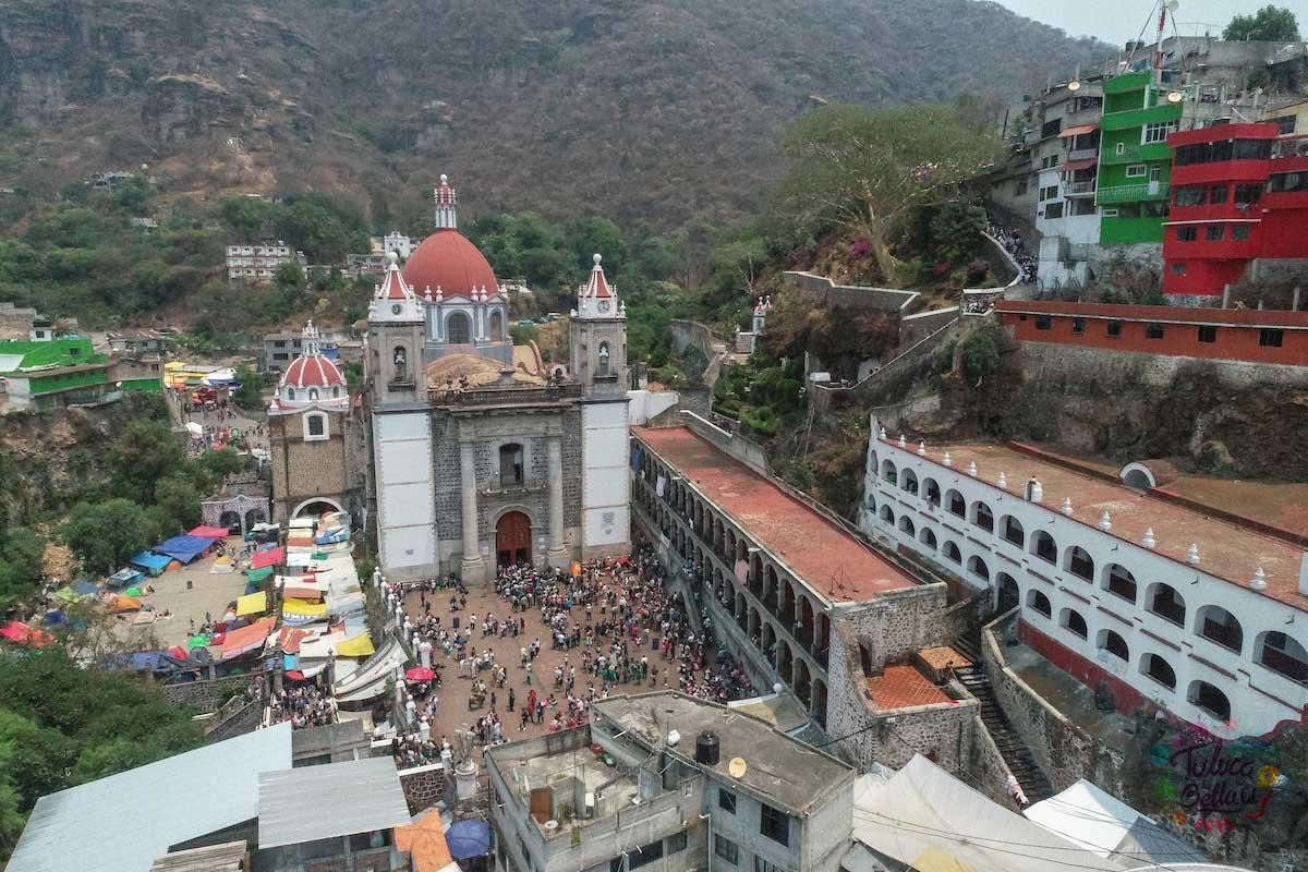El santuario del señor de Chalama es uno de los santuarios más visitados en el territorio