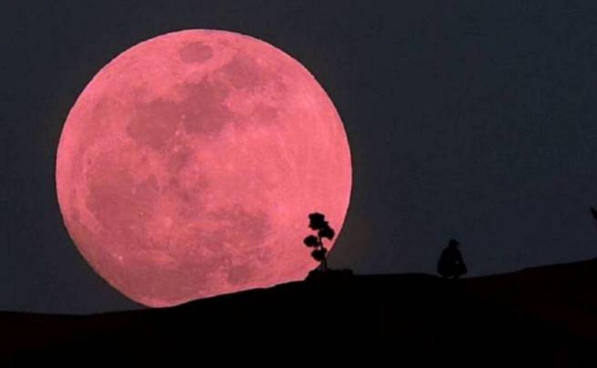 Recibe el nombre de Superluna de Fresa debido a que las tribus americanas asociaban la Luna Llena de junio con la recolección de fresas