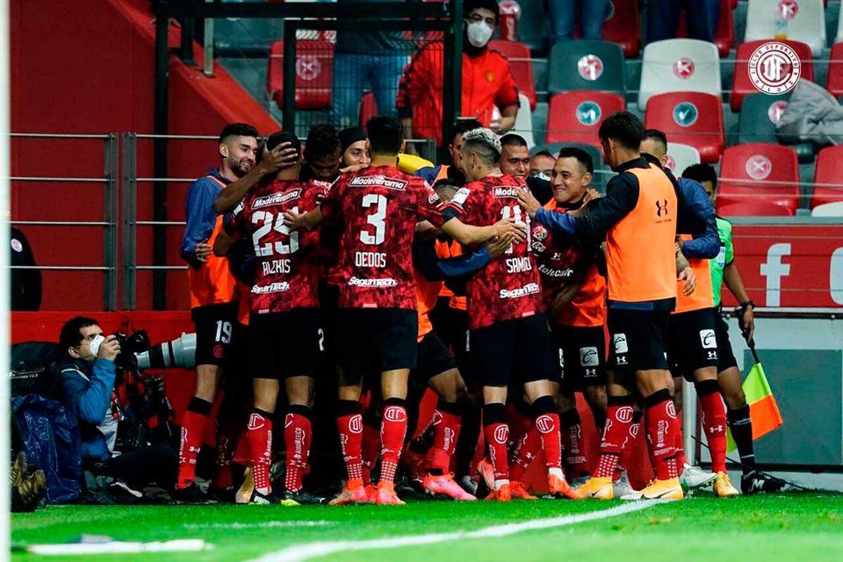 Toluca Fc festejando un gol el pasado miercoles con su afición
