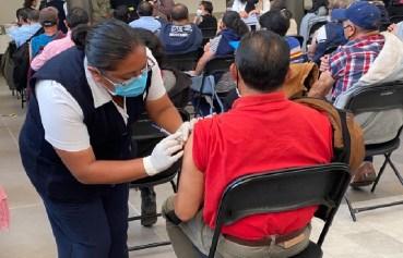 ya se conoce las fechas y sedes de vacunacion para maestros en Toluca