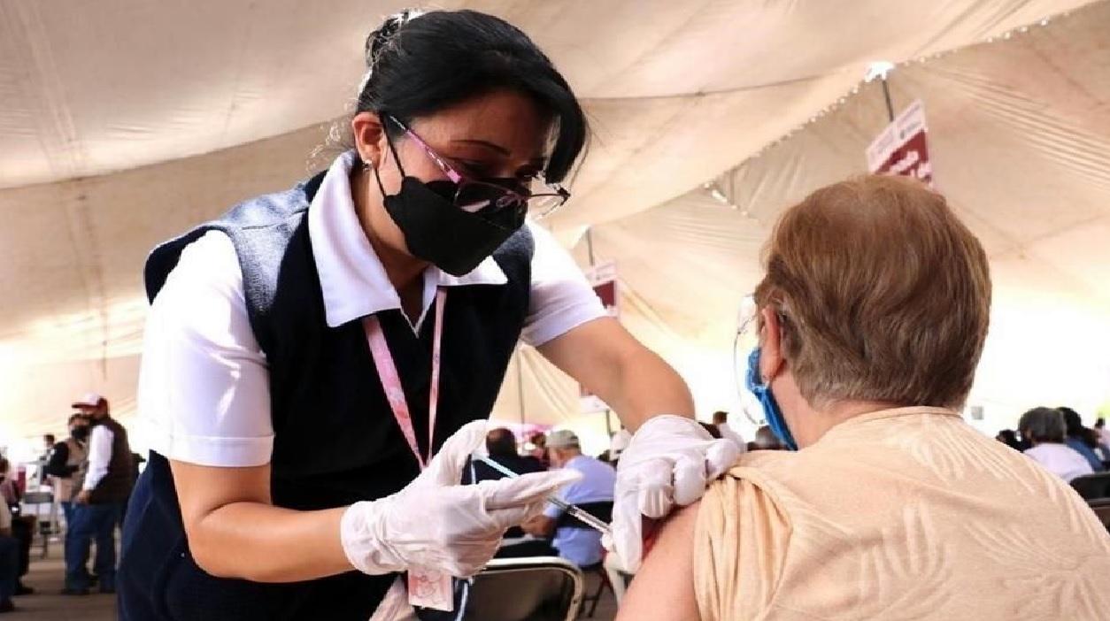 el 05 de mayo comienza la vacunacion en adultos de 50 a 59 años en Metepec