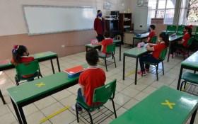 cientos de alumnos tuvieron un regreso a clases a sus salones despues de más de un año sin ver a sus compañeritos de manera presencial en la entidad mexiquense