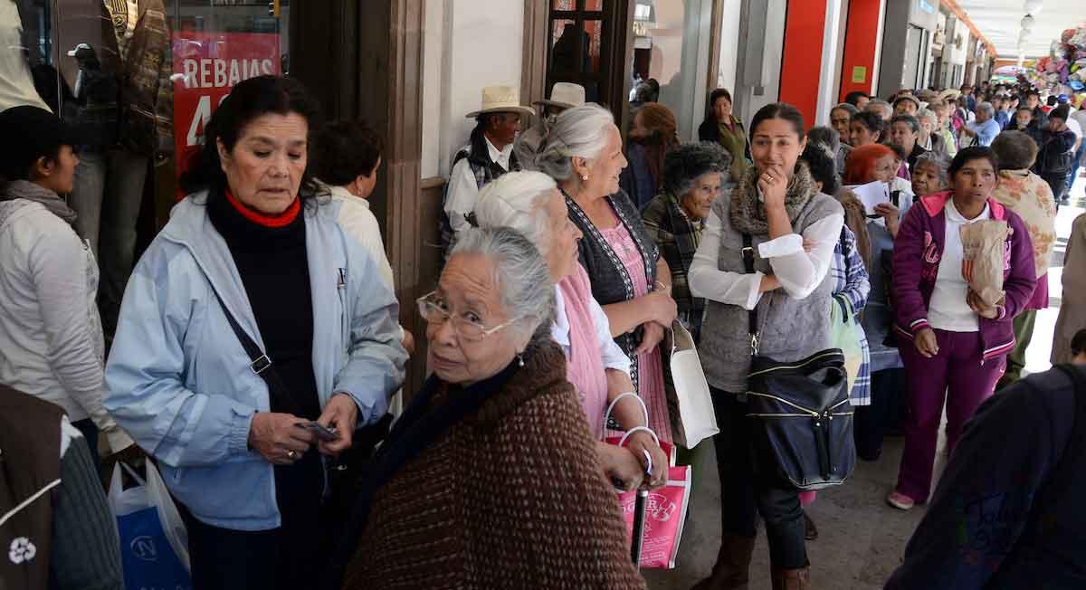 los adultos mayores podrán recibir un beneficio económico de 2550 pesos bimetralmente en programa del bienestar adultos mayores