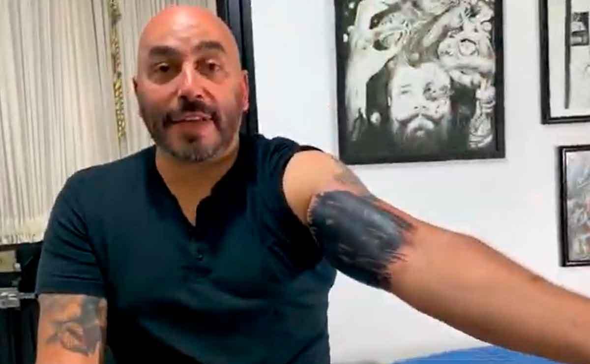 ¡Adiós tatuaje! Lupillo Rivera se «quita» la cara de Belinda