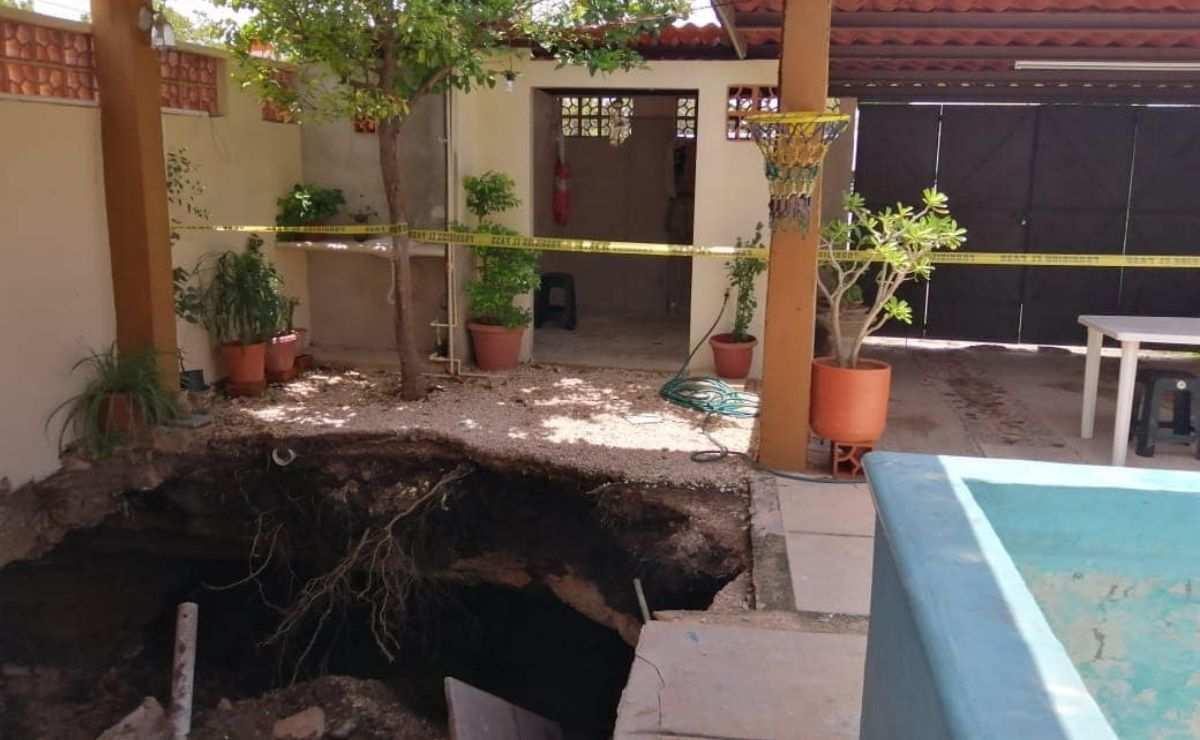 Aparece nuevo socavón en el patio de una casa en Yucatán