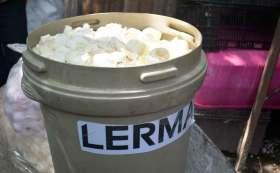 Dónde llevar cascarones de huevo para limpiar el Río Lerma. Cubeta llena de cascarones de huevo.